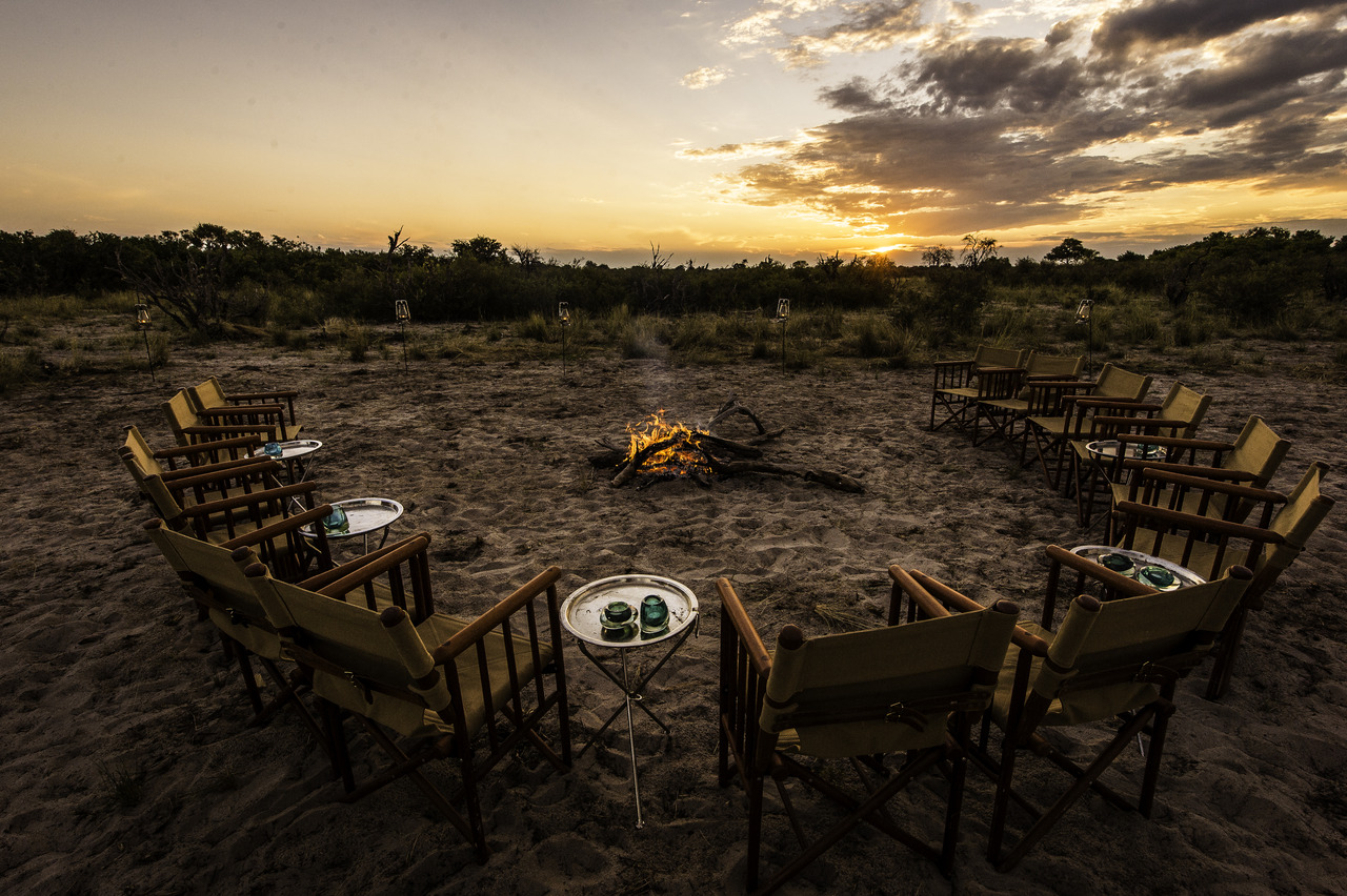 Een kampvuur in Botswana. Wilderness Safaris