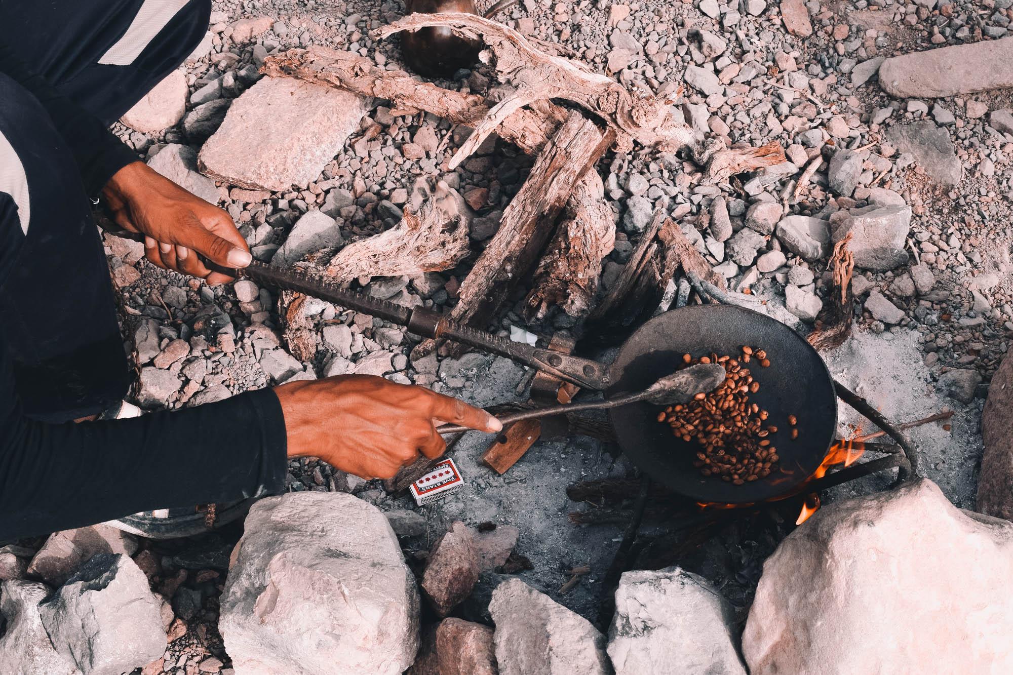 koffiedrinken bij bedoeïenen in natuurreservaat Dana